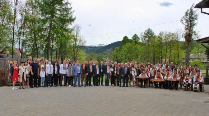 Підписано перший договір в Україні про співробітництво територіальних громад Гуцульщини