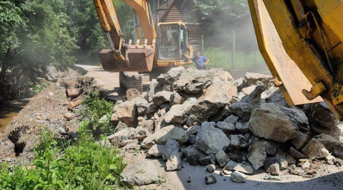 На Закарпатті почали відновлювати зруйновану паводком дорогу