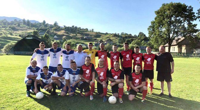 Футбольним командам Ясінянської громади вручено новий спортивний інвентар